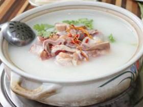 梅州小吃:凤投胎(猪肚包鸡)