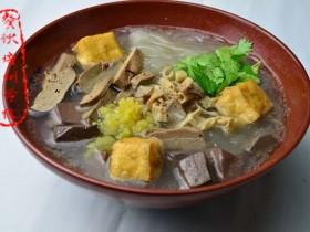 南京小吃:鸭血粉丝汤