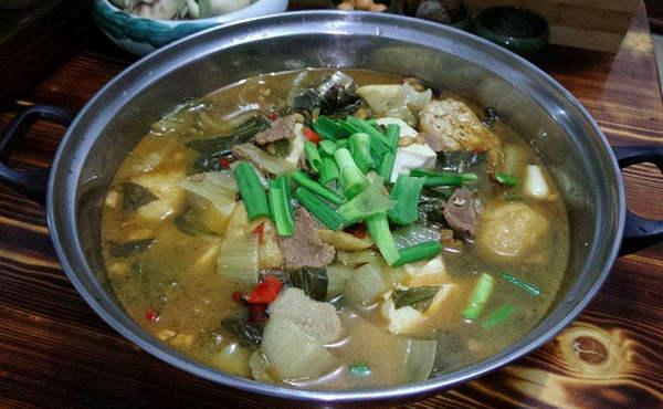 浙江丽水小吃:咸菜火锅