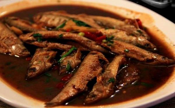 浙江丽水小吃:红烧溪鱼